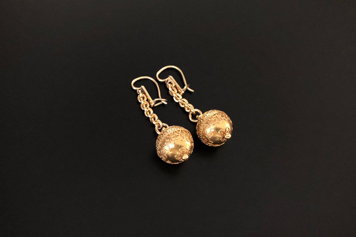 A Pair of Beautiful Gold Ball Drop earrings Spherical form with raised scroll details, Suspended from cable link chain. European hook fittings. 18ct yellow gold. Total weight: 11.62gms Total length: 48mm Antique.
