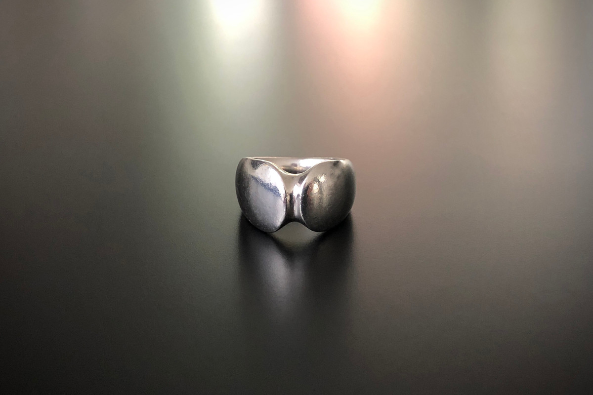 An Elegant Georg Jensen Ring by Henning Kuppel Soft symmetrical form Sterling Silver Signed, Reference 100A London 1976 Size N1/2 Vintage