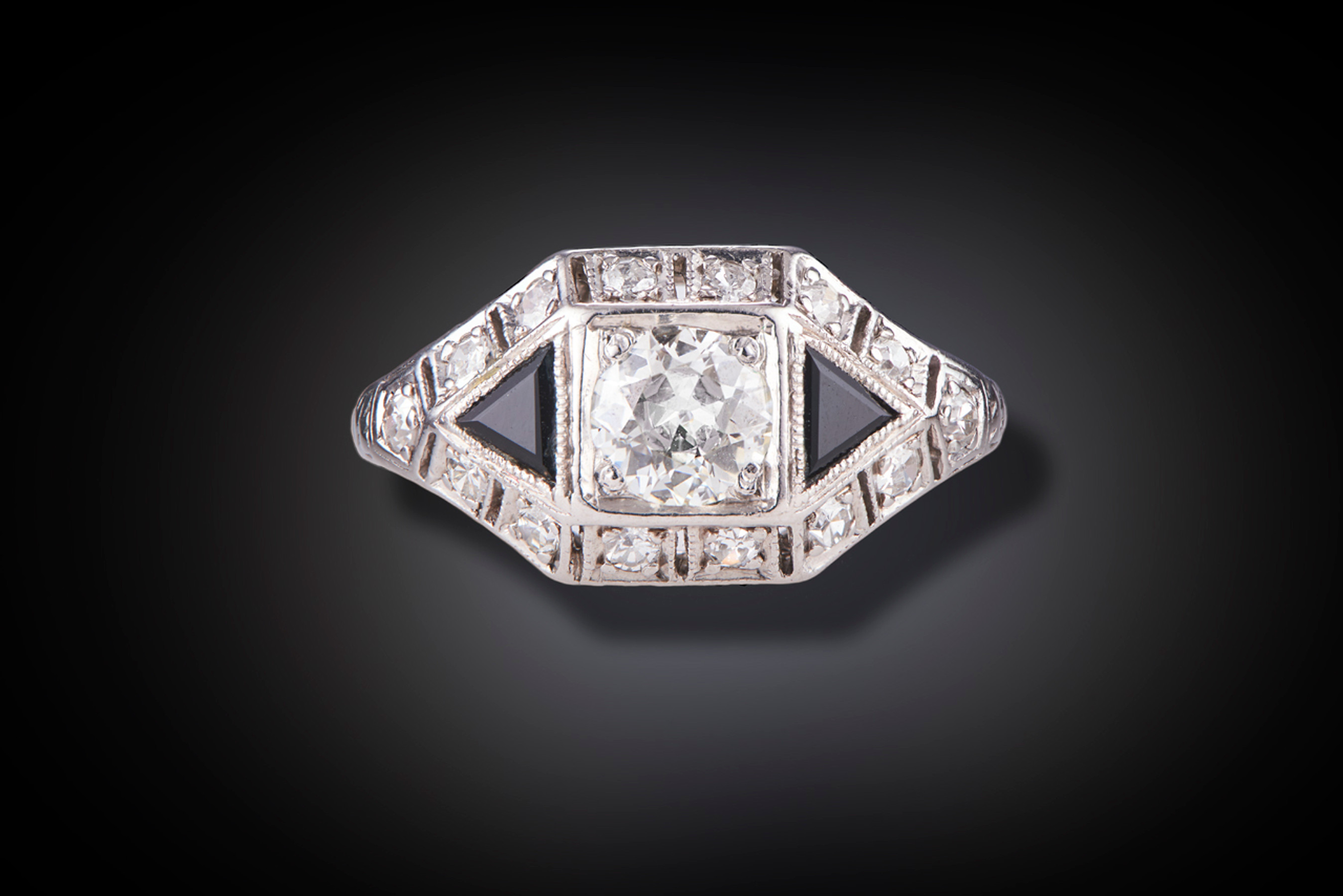 Stylish Art Deco Diamond and Onyx Cluster Ring