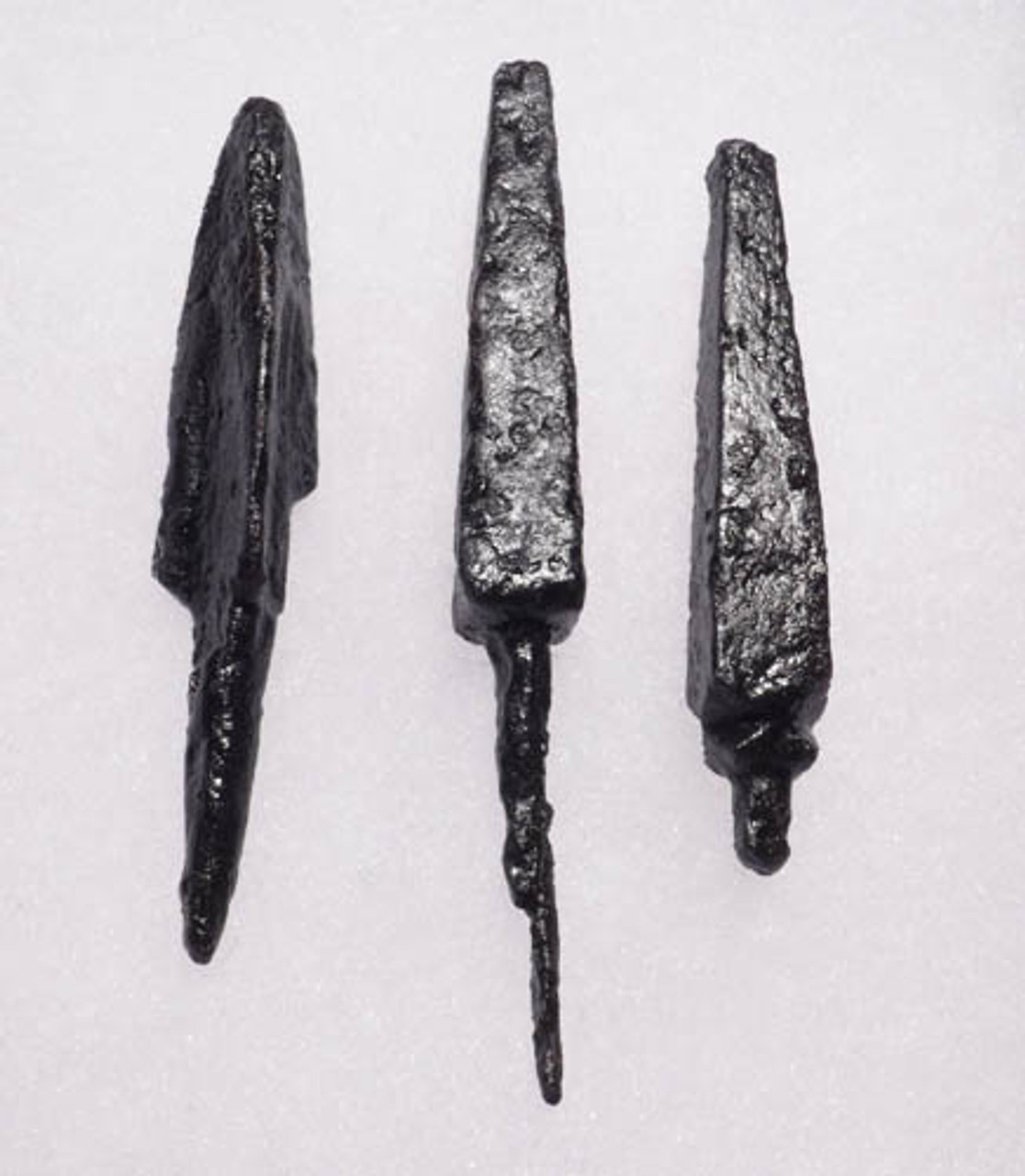 NE116 - SET OF 3 INTACT IRON ARMOR-PIERCING PROJECTILE POINT ARROWHEADS FROM THE EURASIAN STEPPE NOMAD TRIBES