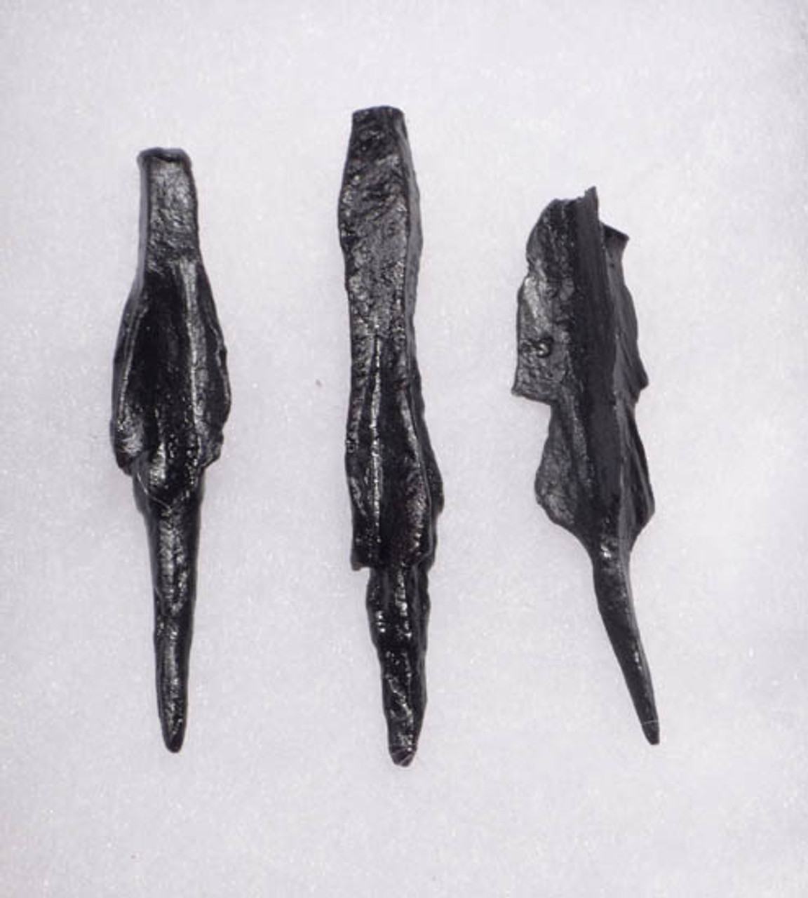 NE106 - SET OF 3 INTACT IRON ARMOR-PIERCING PROJECTILE POINT ARROWHEADS FROM THE EURASIAN STEPPE NOMAD TRIBES