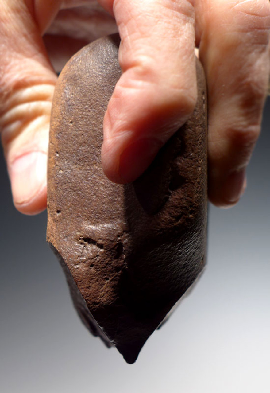 PB115 - FINEST EXAMPLE AFRICAN OLDOWAN PEBBLE CHOPPER AXE WITH INTACT POINTED TIP