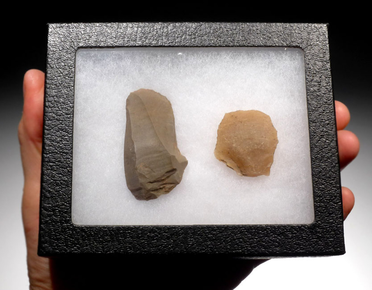 UP014 - SET OF TWO UPPER PALEOLITHIC MAGDALENIAN FLAKE TOOLS FROM GROTTE DU PLACARD IN FRANCE