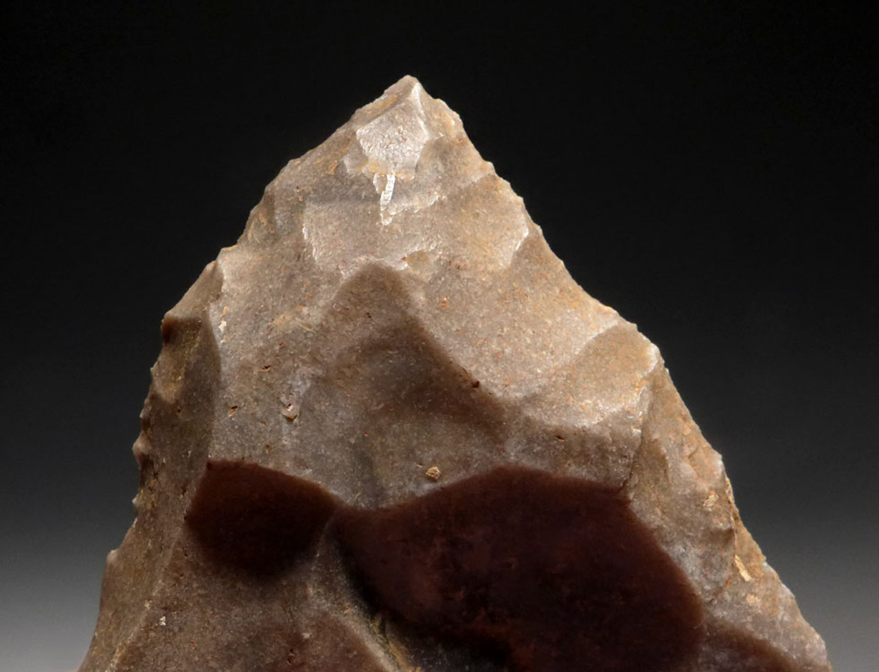 UP015 - UPPER PALEOLITHIC POINT FLAKE TOOL FROM FAMOUS CRO-MAGNON SITE IN FRANCE