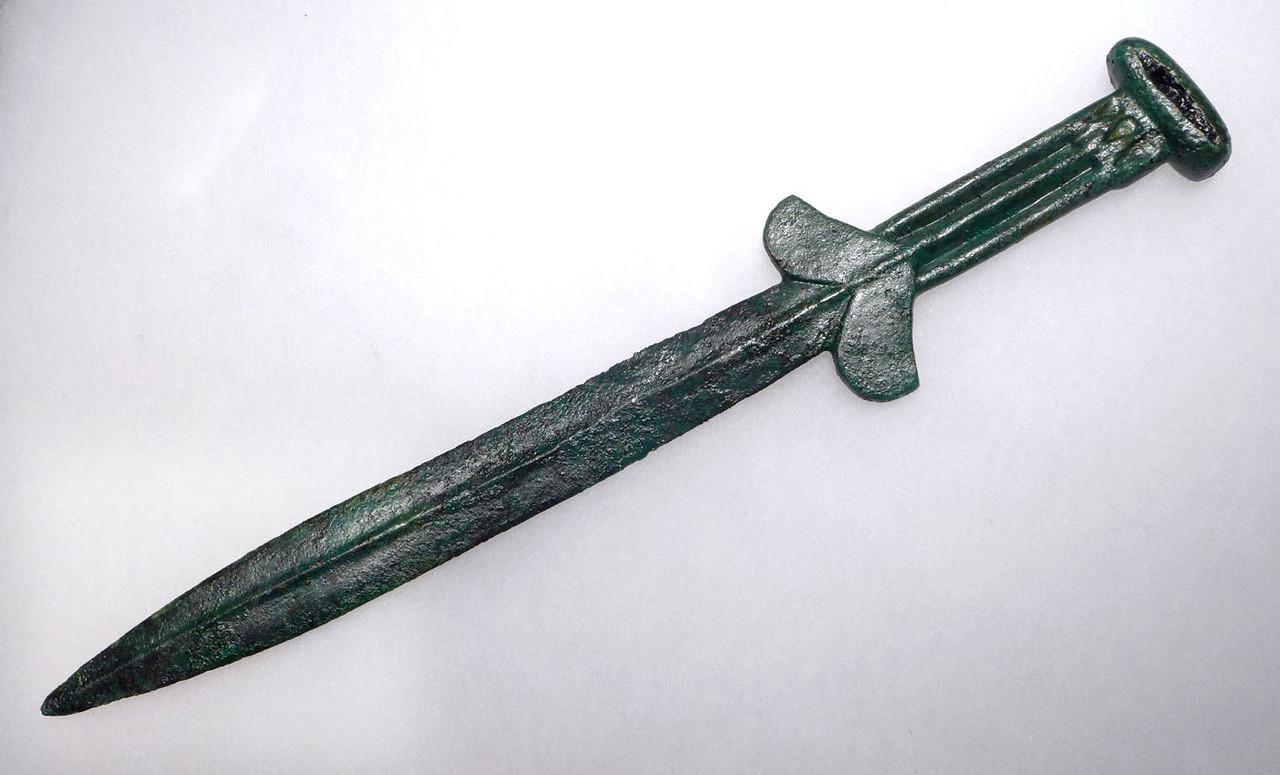 NEPC005 - EXTREMELY RARE ANCIENT SCYTHIAN BRONZE AKINAKES DAGGER WITH DECORATIVE IRON INLAY