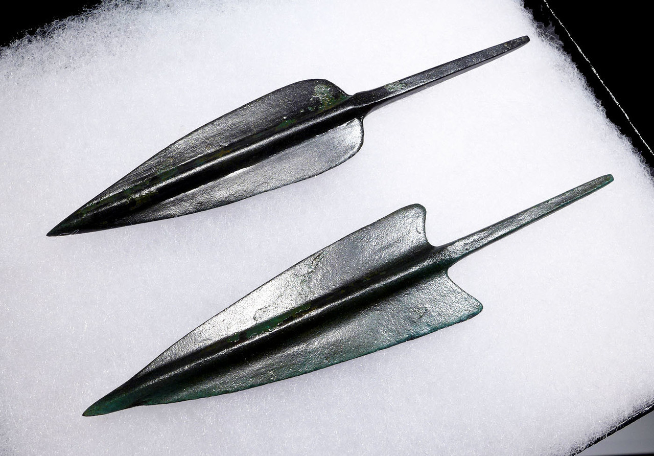 TWO LARGE MUSEUM-CLASS ANCIENT BRONZE ARROWHEADS FROM THE NEAR EASTERN LURISTAN CULTURE *NE194