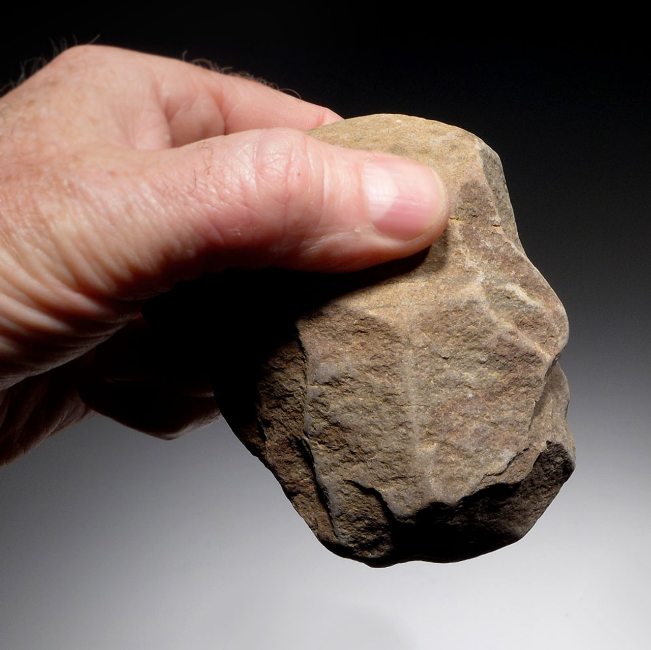 EXCEPTIONAL OLDOWAN PEBBLE CHOPPER AXE FROM PORTUGAL - EARLIEST HUMANS IN EUROPE  *PB129