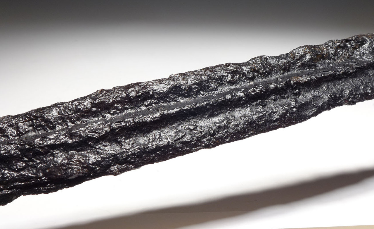 LARGE EUROPEAN SCYTHIAN ANCIENT IRON CAVALRY SPEAR WITH PROMINENT MIDRIB FROM THE BLACK SEA REGION *SC07
