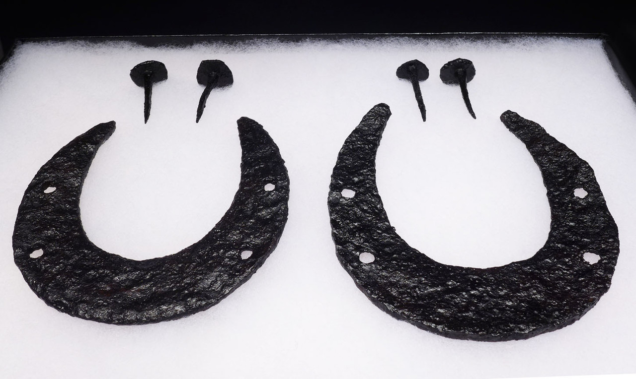 RARE ANCIENT ROMAN BYZANTINE CAVALRY UNMOUNTED HORSESHOES AND ASSOCIATED NAILS *BYZR003