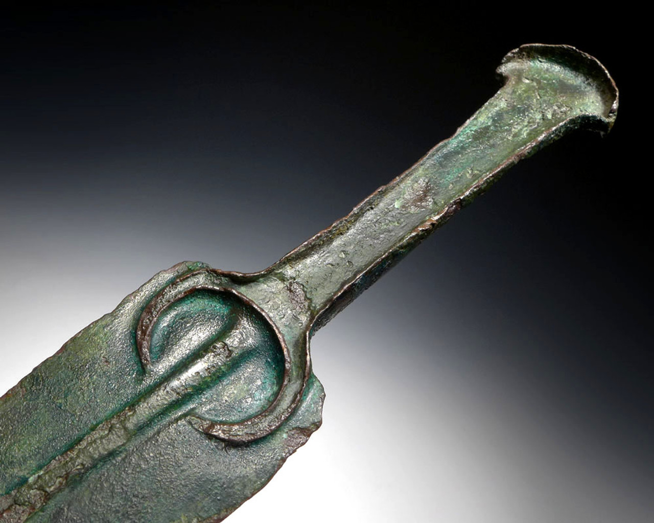 ANCIENT BRONZE LURISTAN DAGGER WITH PENANNULAR RIB ON INTEGRAL HANDLE *LUR100