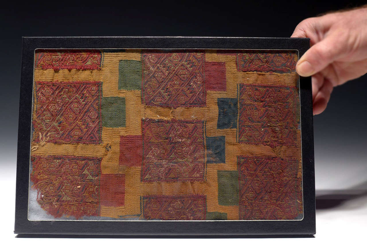 RARE PRE-COLUMBIAN WARI HUARI TEXTILE WITH COLORFUL RECTANGULAR PATTERNS *PCT003