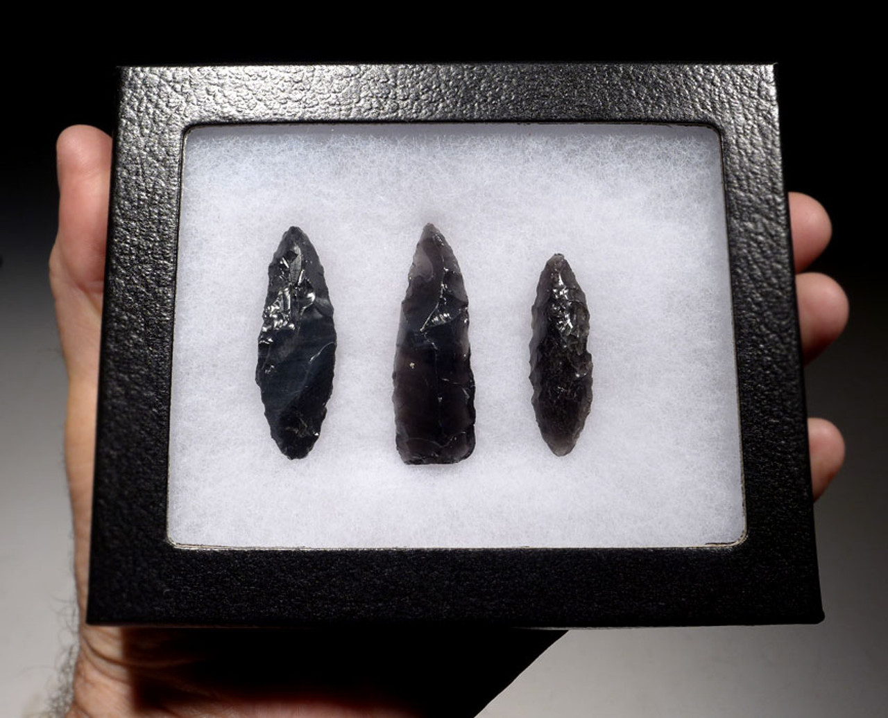 SET OF THREE PRE-COLUMBIAN OBSIDIAN ARROWHEADS FROM THE FAMOUS HEFLIN COLLECTION *PC252