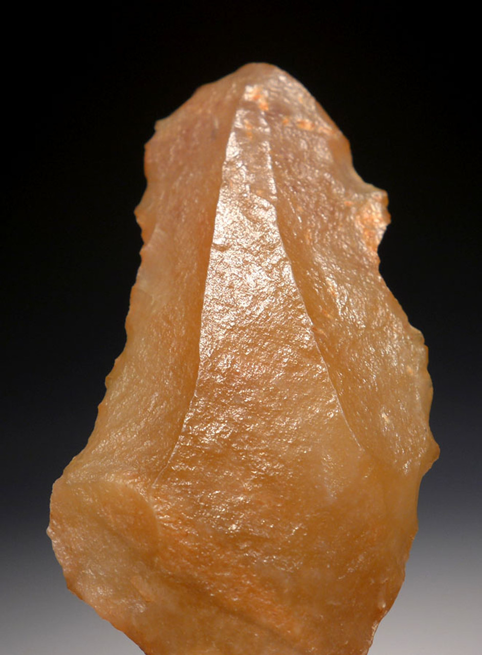 EARLIEST ARROWHEAD - ATERIAN MIDDLE PALEOLITHIC TANGED POINT MADE OF RARE CHALCEDONY *AT078
