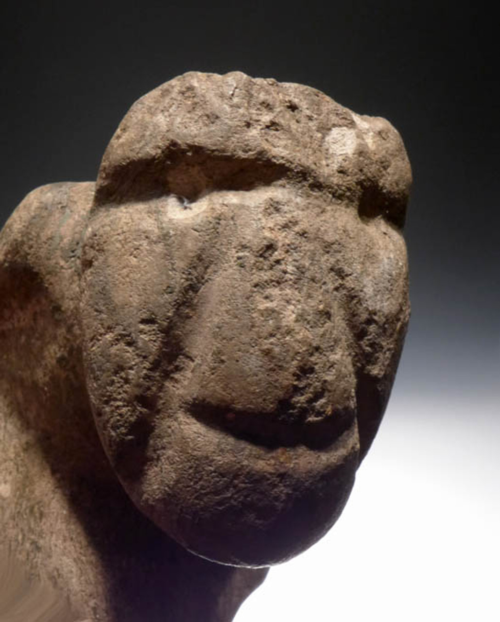 PRE-COLUMBIAN MEZCALA CAPTIVE SACRIFICE FIGURE OR WORSHIPPER STONE FIGURE WITH EVIDENCE OF COPPER NECK RING *PC081