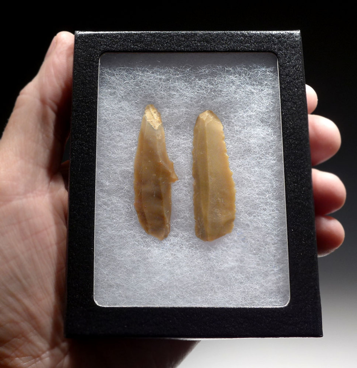 TWO VERY RARE MIDDLE EAST NEOLITHIC FLINT BLADES FROM JORDAN  *N184