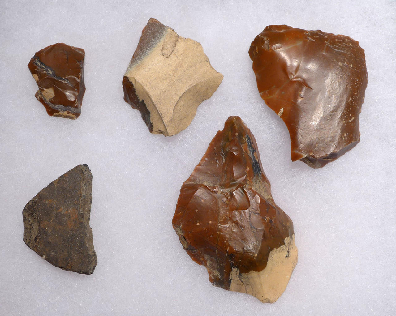 RARE LINEAR POTTERY CULTURE HUNGARIAN NEOLITHIC FLAKE TOOL SET OF RED RADIOLARITE  *N189