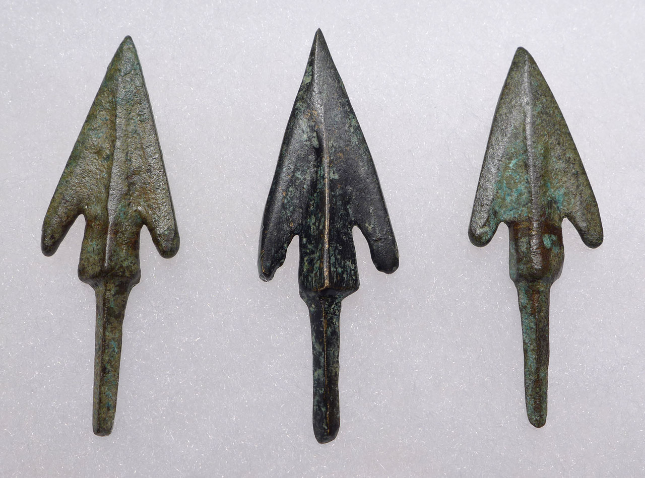 THREE LURISTAN BARBED ANCIENT BRONZE ARROWHEADS FROM THE NEAR EAST WITH EVIDENCE OF HAFTING  *NE216