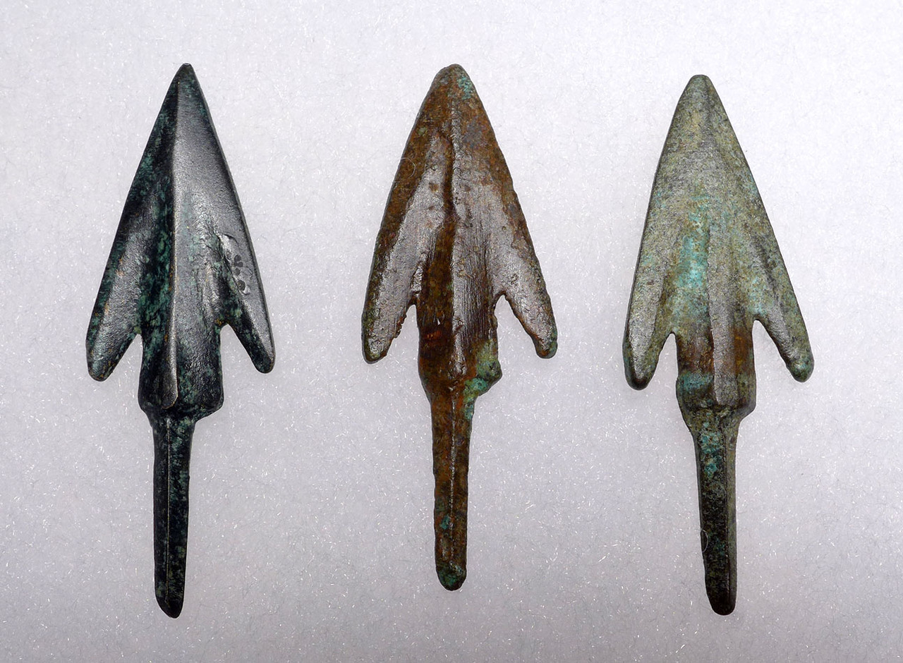 THREE LURISTAN BARBED ANCIENT BRONZE ARROWHEADS FROM THE NEAR EAST WITH EVIDENCE OF HAFTING  *NE215