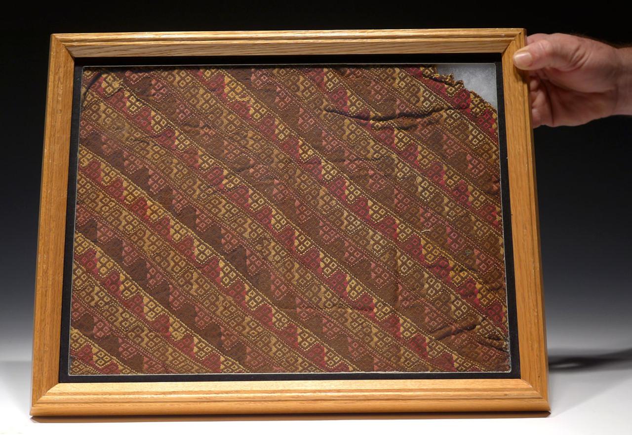 LARGE EX-MUSEUM PRE-COLUMBIAN ANCIENT TEXTILE WITH VIBRANT ORIGINAL COLORS *PCT005