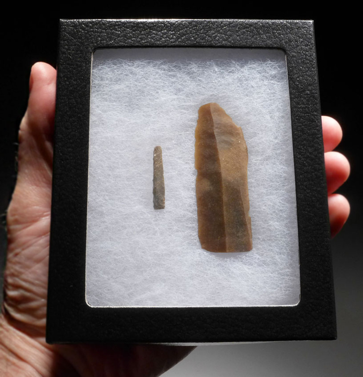 EXTREMELY RARE SET OF LARGE AND SMALL UPPER PALEOLITHIC MAGDALENIAN BLADE TOOLS FROM FAMOUS FRENCH CAVE ART SITE  *UP023