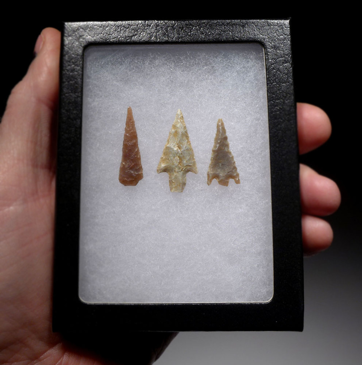 THREE SMALL SUPERB AFRICAN CAPSIAN NEOLITHIC ARROWHEADS OF DIFFERENT TYPES  *CAP284