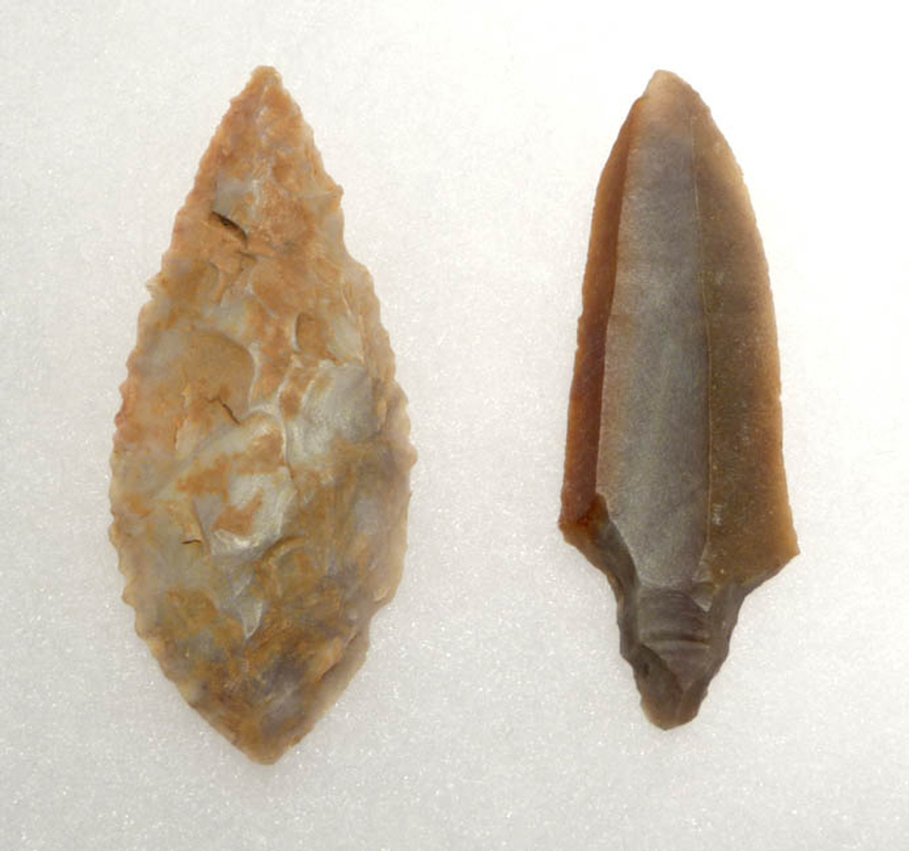 CAP128 - SUPERB REFERENCE SET OF 24 CHOICE GRADE CAPSIAN TRADITION AFRICAN NEOLITHIC PROJECTILE POINTS AND SCRAPERS
