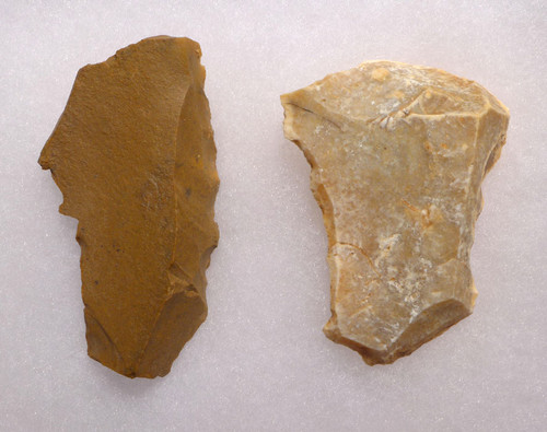 UP019 - SET OF TWO LARGE UPPER PALEOLITHIC FLAKE TOOLS FROM FAMOUS CRO-MAGNON SITE IN FRANCE