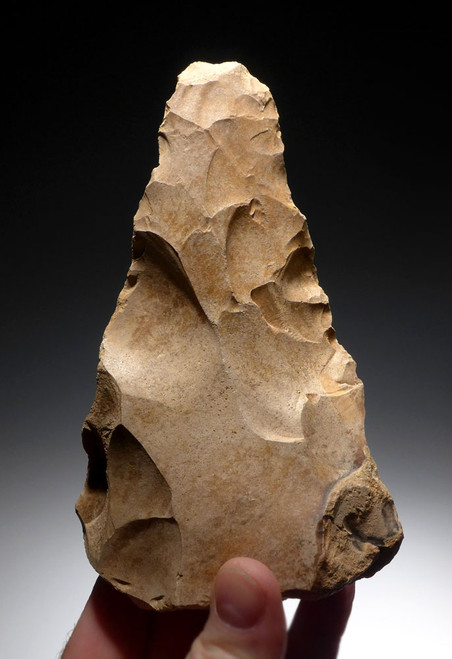 EXTREMELY RARE INVESTMENT-CLASS PRESTIGE TRIANGULAR HAND AXE OF THE ACHEULEAN FROM THE ARABIAN DESERT OF JORDAN *ACH249