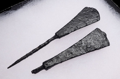 TWO ANCIENT ROMAN BYZANTINE ANTI-CAVALRY ARROWHEADS *R220