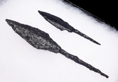 TWO DIFFERENT ANCIENT CAVALRY ARCHER ROMAN BYZANTINE IRON ARROWHEADS *R219
