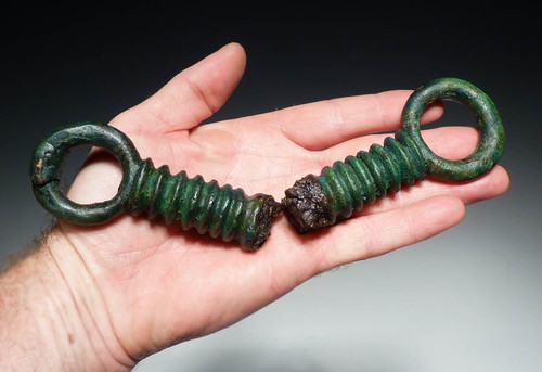 HEAVY ANCIENT BRONZE LURISTAN RIBBED HORSE BIT FROM THE NEAR EAST WITH TRACES OF FORMER IRON ATTACHMENT JOINT *NE046
