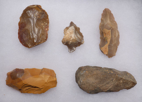 FIVE EARLY MAN ATERIAN FLAKE TOOLS FROM MIDDLE PALEOLITHIC AFRICA  *AT107