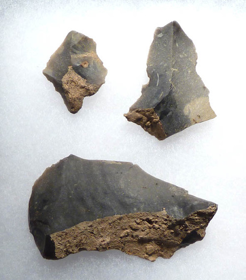 N107 - SET OF 3 STONE FLAKE TOOLS FROM EUROPEAN NEOLITHIC LINEAR POTTERY CULTURE