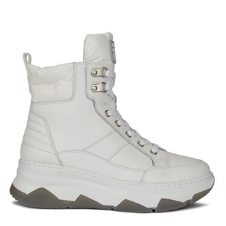 Women's Sporty White Boots  GF 5521010 WHT