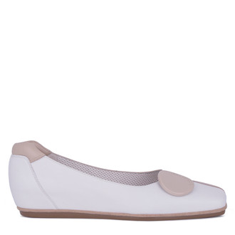 Women's White & Beige Patent Leather Ballet Flats VR 5218911 WHX