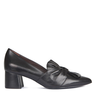 Smooth Black Leather Pointy Pumps | TJ COLLECTION | Main Image