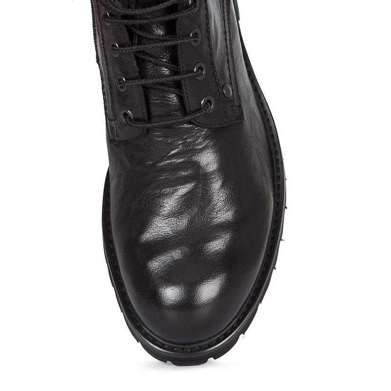 Boots in Washed Black Leather | TJ COLLECTION | Side Image - 3