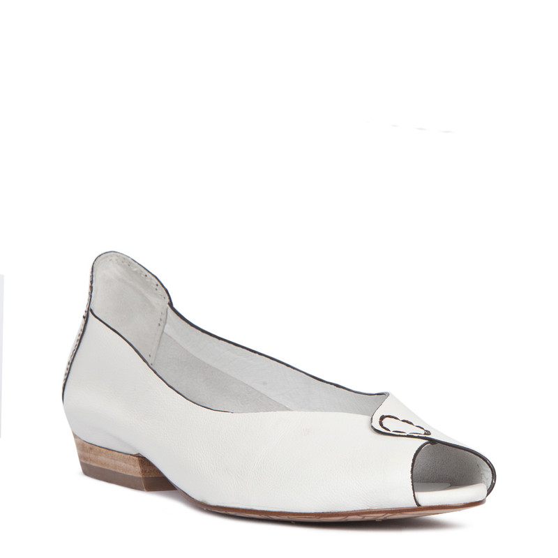 Summer Flats in White Leather | TJ COLLECTION  | Side Image - 1
