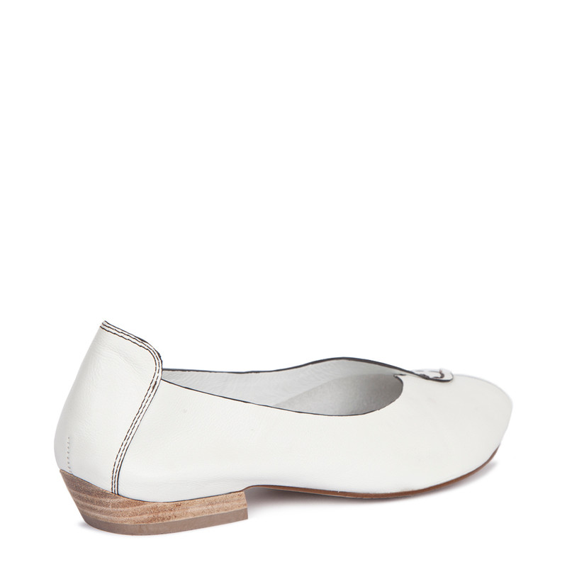 Summer Flats in White Leather | TJ COLLECTION  | Side Image - 2