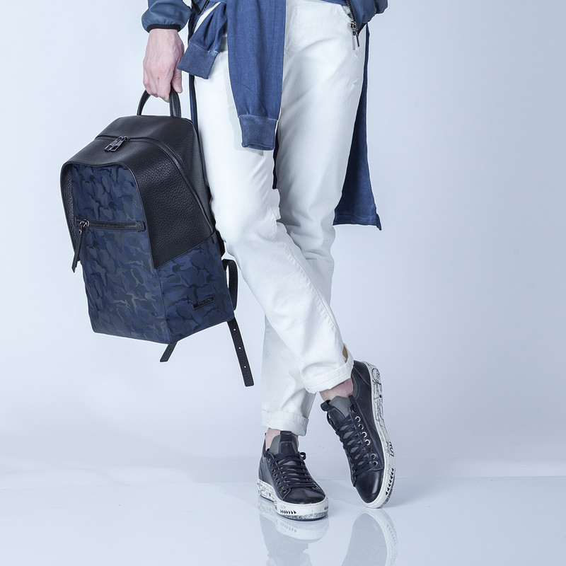 Grained Leather and Military Print Nylon Amsterdam Backpack YT 8468838 BLU | TJ COLLECTION | Side Image - 4