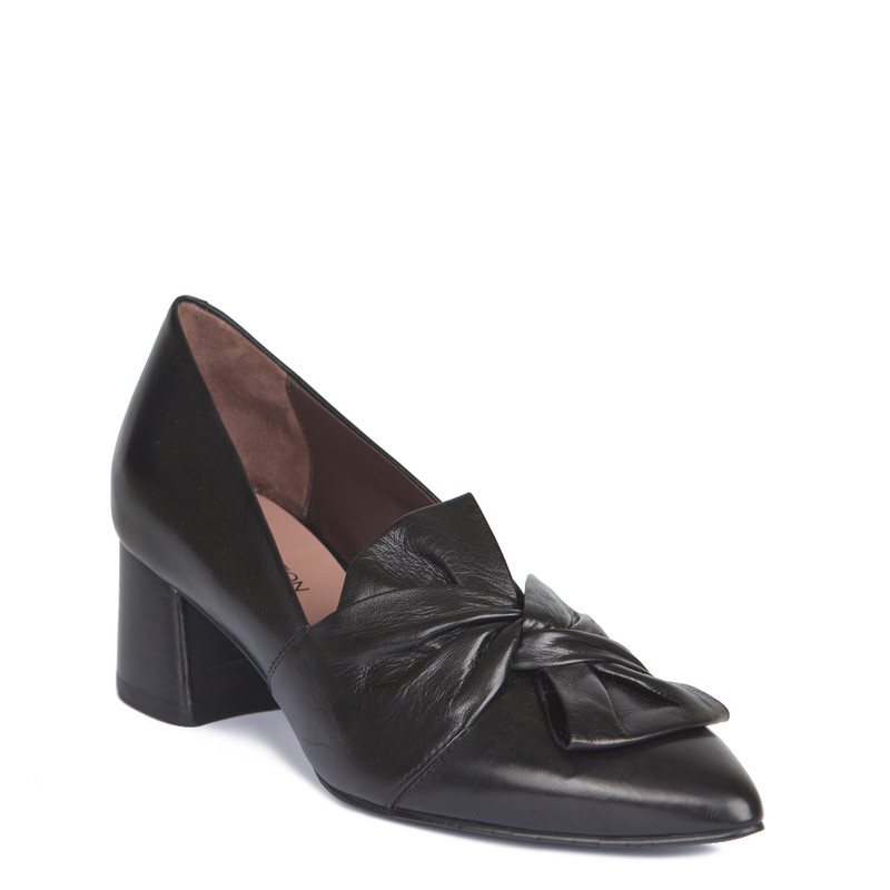 Smooth Black Leather Pointy Pumps | TJ COLLECTION | Side Image - 1