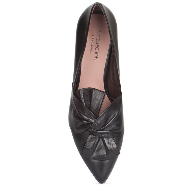 Smooth Black Leather Pointy Pumps | TJ COLLECTION | Side Image - 3