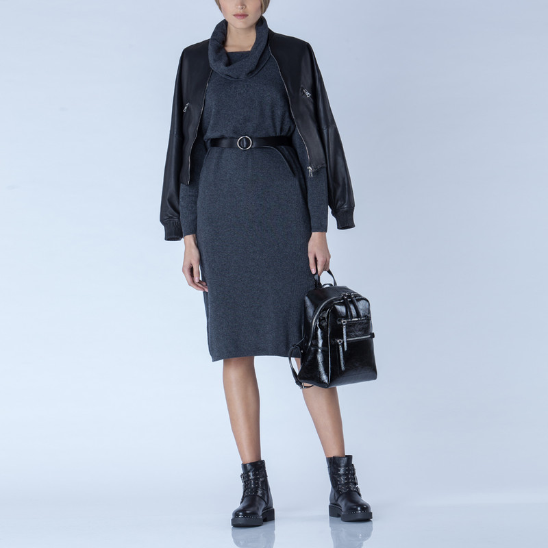 Black Patent Cracked Leather Soho Backpack YG 5320818 BLP   TJ COLLECTION   Side Image - 4