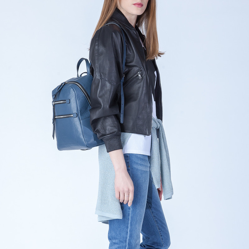 Blue Grained Leather Soho Backpack YG 5320818 BUZ | TJ COLLECTION | Side Image - 4