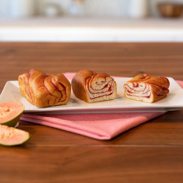 plated strawberry guava swirl on the go