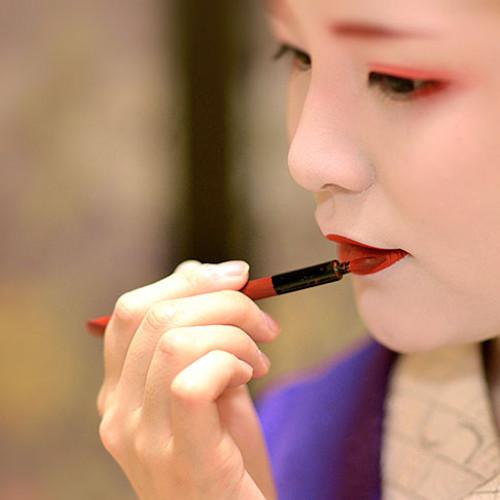 Traditional benifude style lip brush, used by geishas, maikos and kabuki stage performers since the 17th century Edo period.
