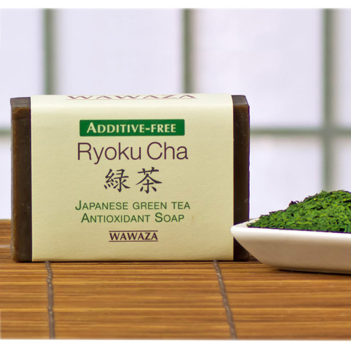 Antioxidant-rich, moisturizing and antiseptic soap, made with fine-powdered matcha green tea.