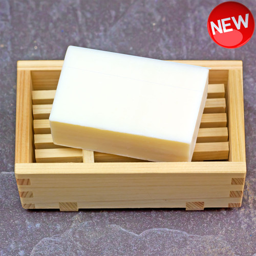 Additive-free, handmade hinoki soap with abundant natural glycerin. Aged for 90 days.