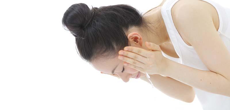 japanese-woman-washing-her-face-800.jpg