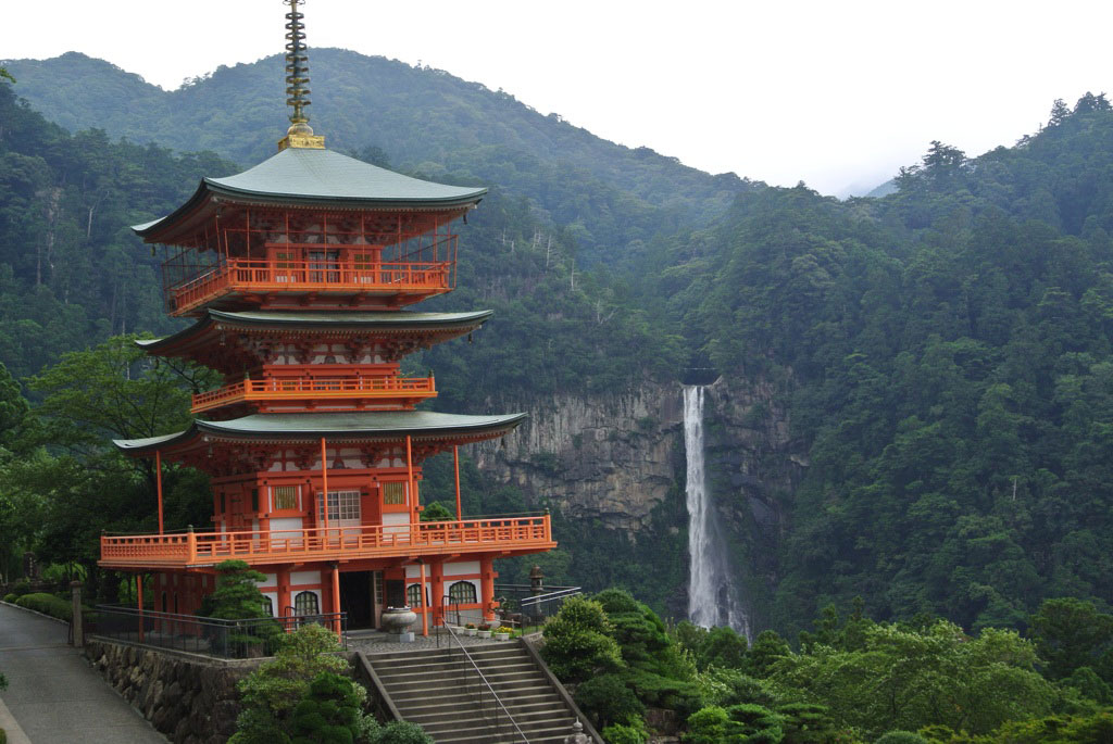 Seiganto-ji (Temple of the Blue Waves) in Wakayama Prefecture